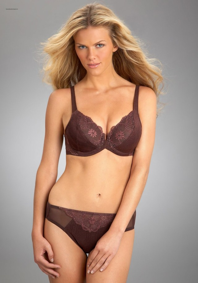 Brooklyn Decker cleavages awesome pic