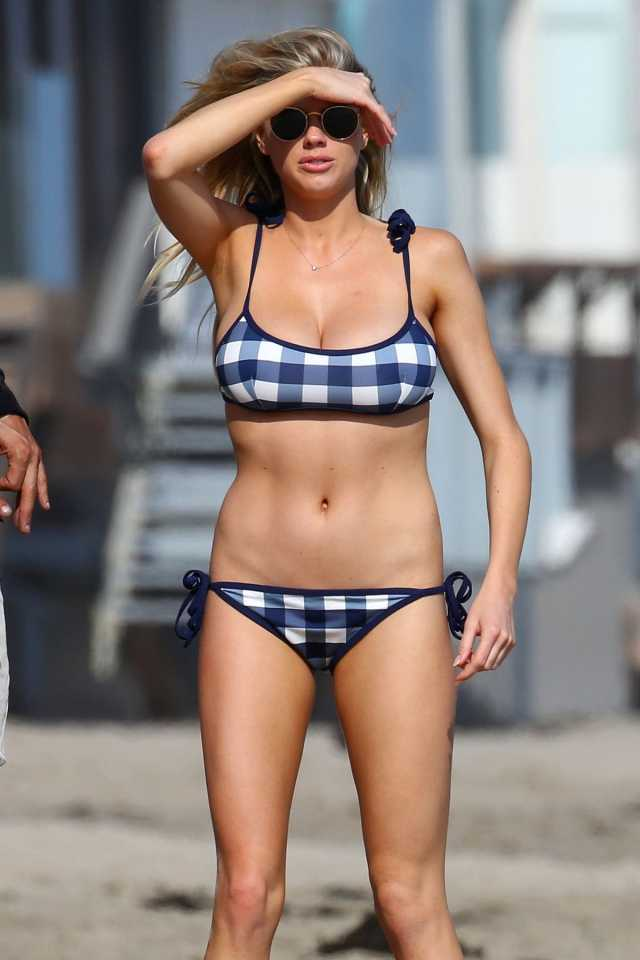Charlotte McKinney boobs pic
