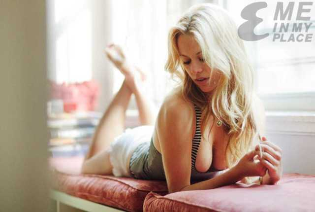 Claire Coffee cleavage pic