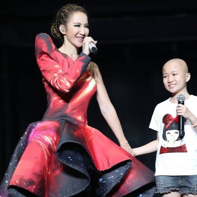 Coco Lee Singing Song