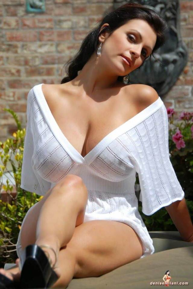 Denise Milani sexy cleavage
