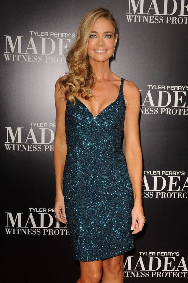 Denise Richards sexy cleavage