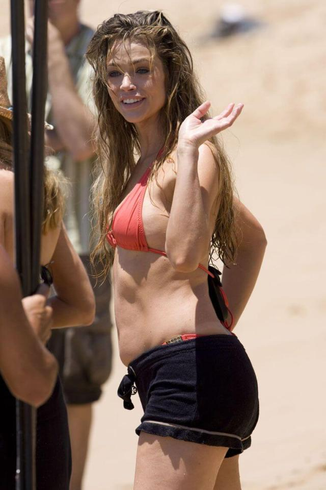 Denise Richards sexy side look