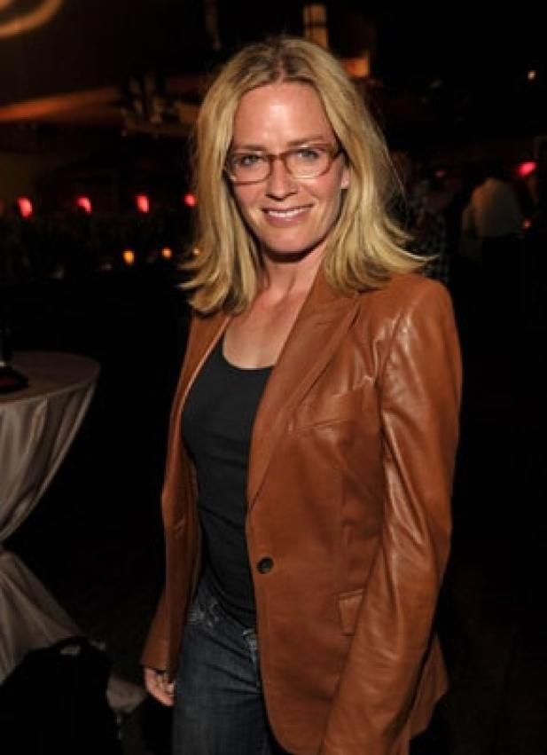 Elisabeth-Shue cleavages sexy