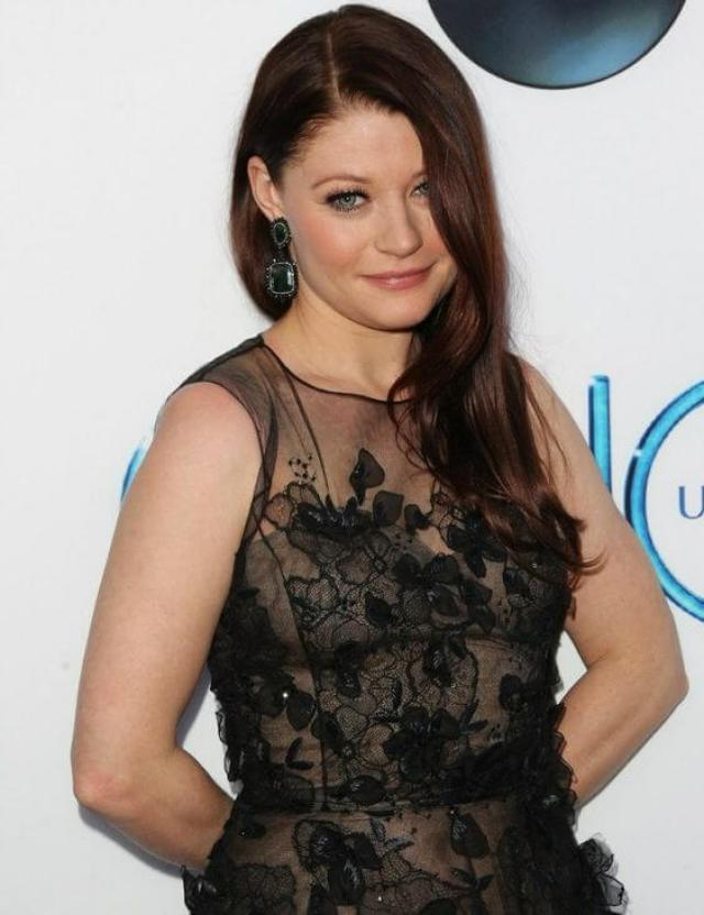 Emilie de Ravin hot picture