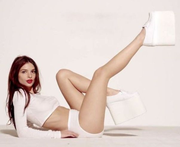 Emily Ratajkowski too hot thighs