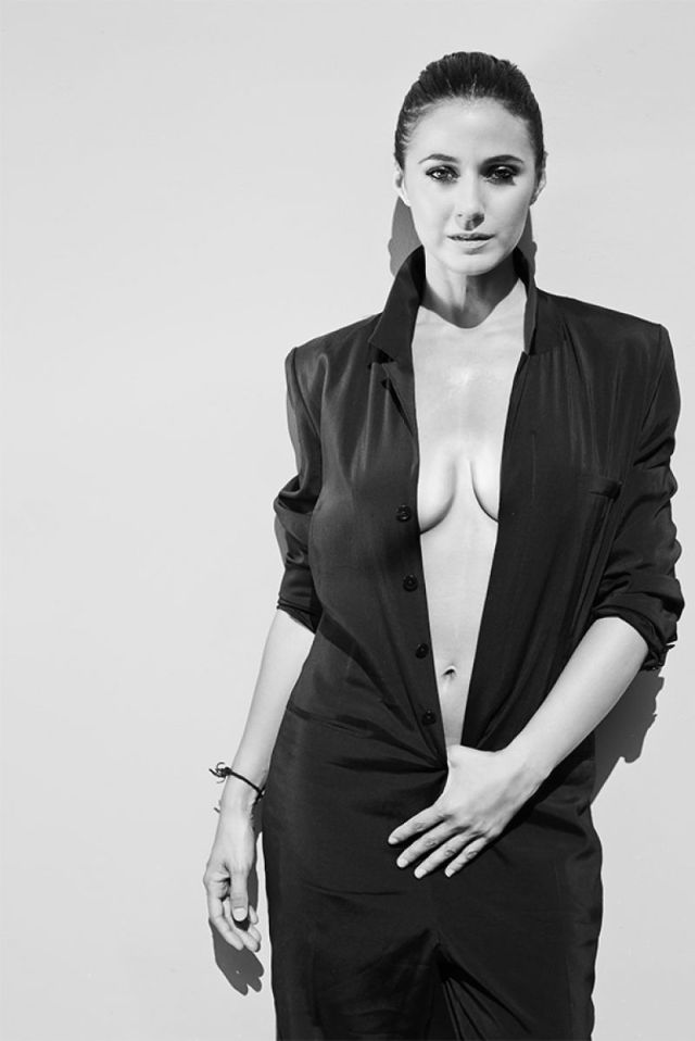 Emmanuelle Chriqui cleavages awesome (2)