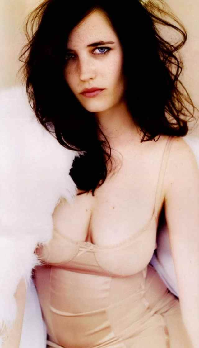 Eva Green cleavage pictures