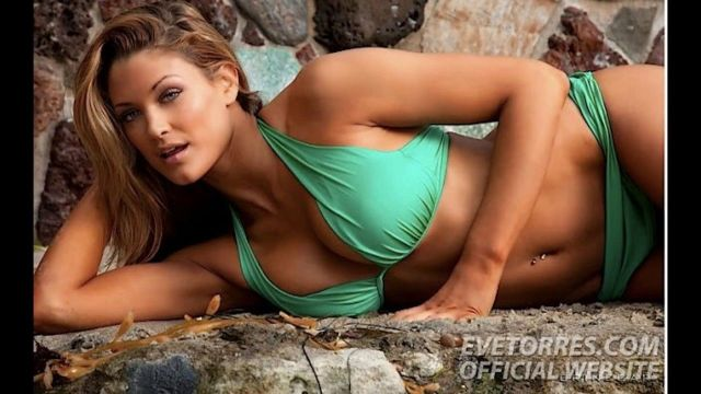 Eve Torres Sexy Boobs Pictures in Green Bikini