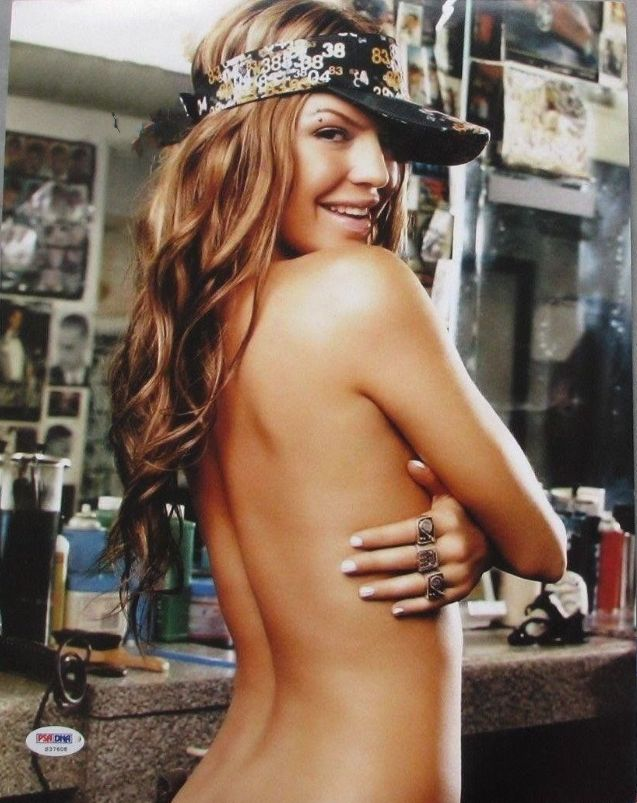 Fergie sexy topless pic