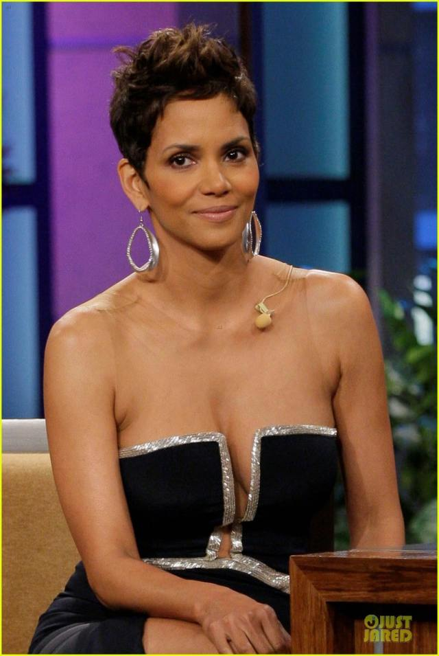 Halle Berry Sexy Boobs Pictures on Black Dress