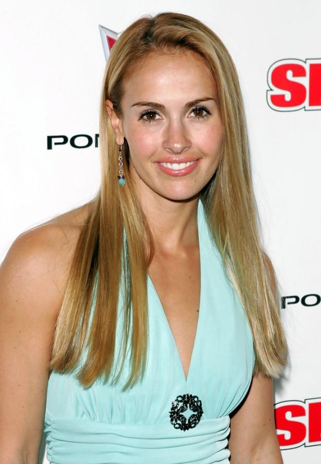 Heather Mitts cleavages awesome