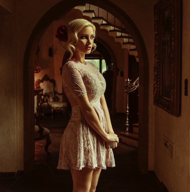 Holly Madison hot women pic