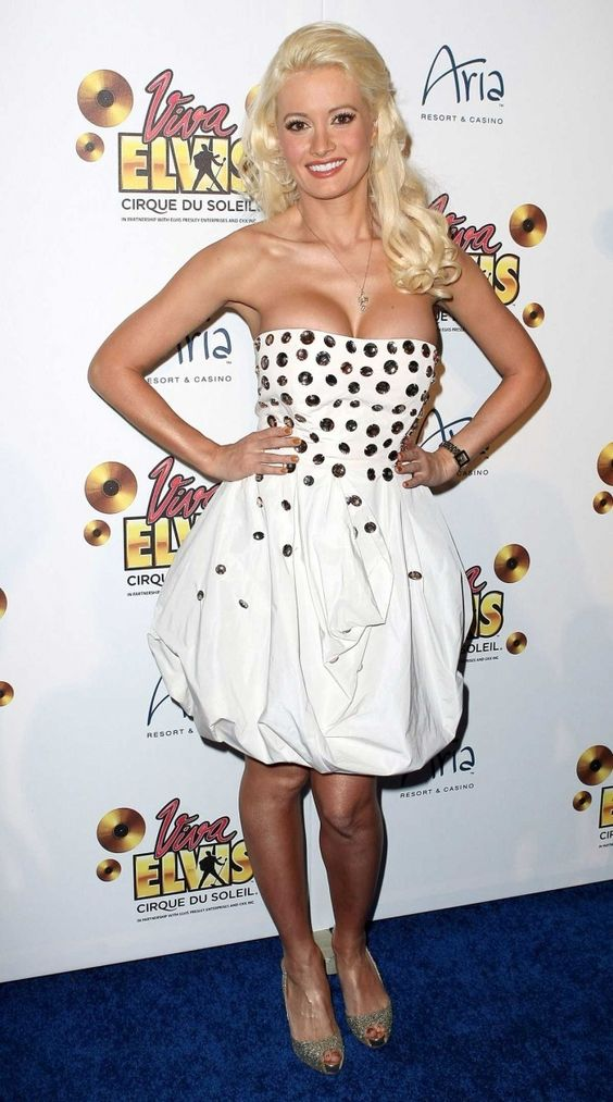 Holly Madison sexy boobs pic