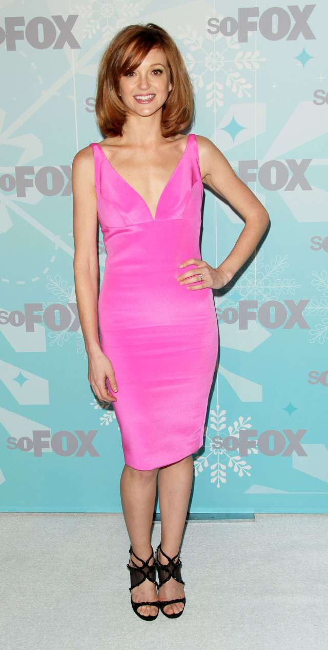Jayma Mays hot cleavages pic (2)