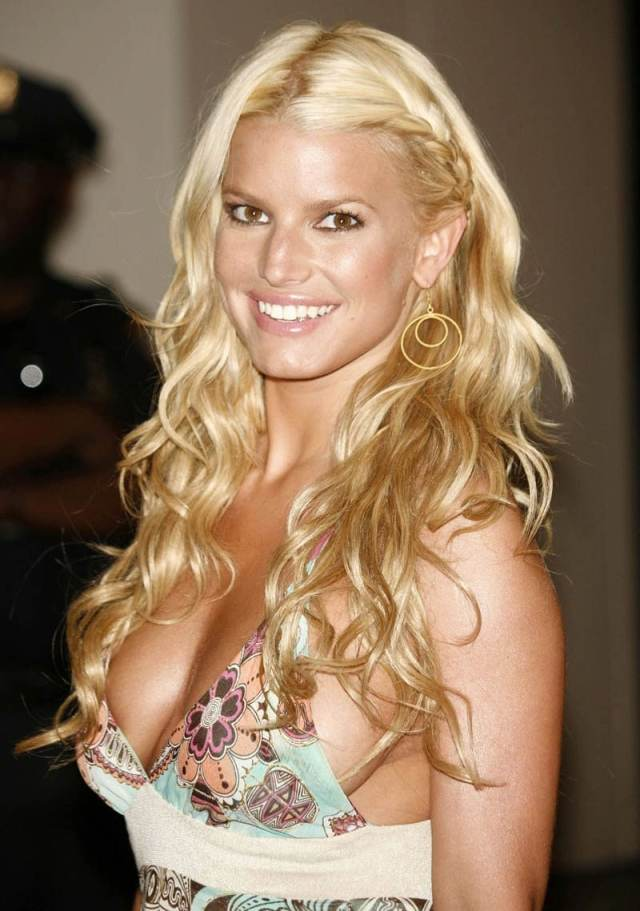 Jessica Simpson Sexy Boobs Pictures on Hot Dress