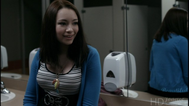 Jodelle Ferland hot lady photo