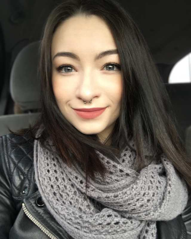 Jodelle Ferland hot women picture