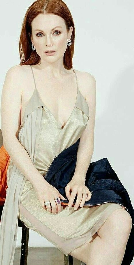 Julianne Moore sexy lady picture