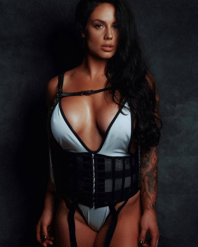 Kaitlyn Sexy Big Boobs Pictures