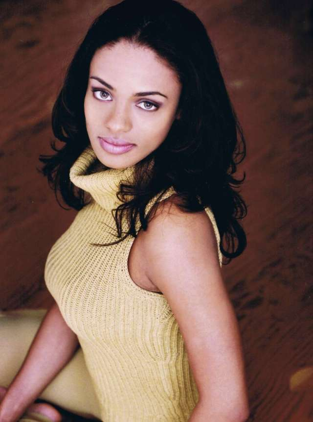 Kandyse McClure Hot in Yellow Dress