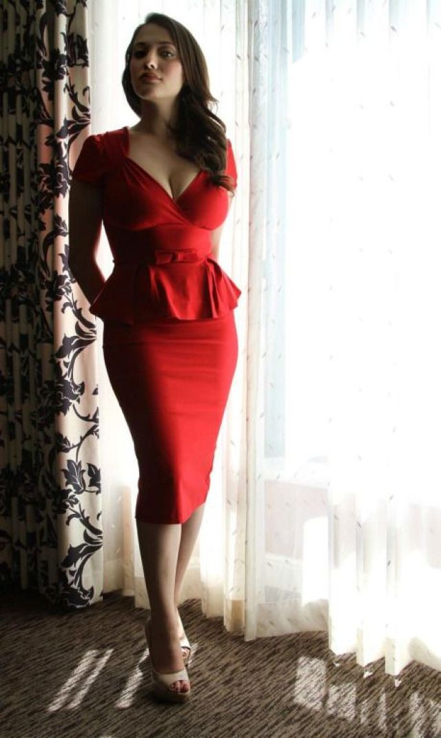 Kat Dennings sexy in red gown