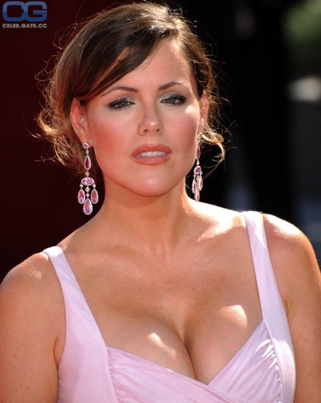 Kathleen Robertson awesome cleavage
