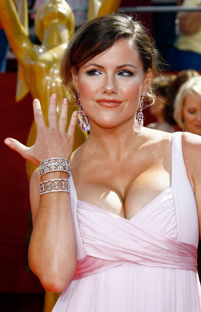 Kathleen Robertson sexy cleavage pic (2)