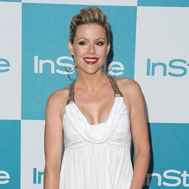 Kathleen Robertson sexy cleavage pic
