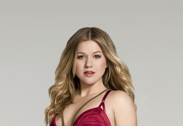 Kelly Clarkson Hot-5