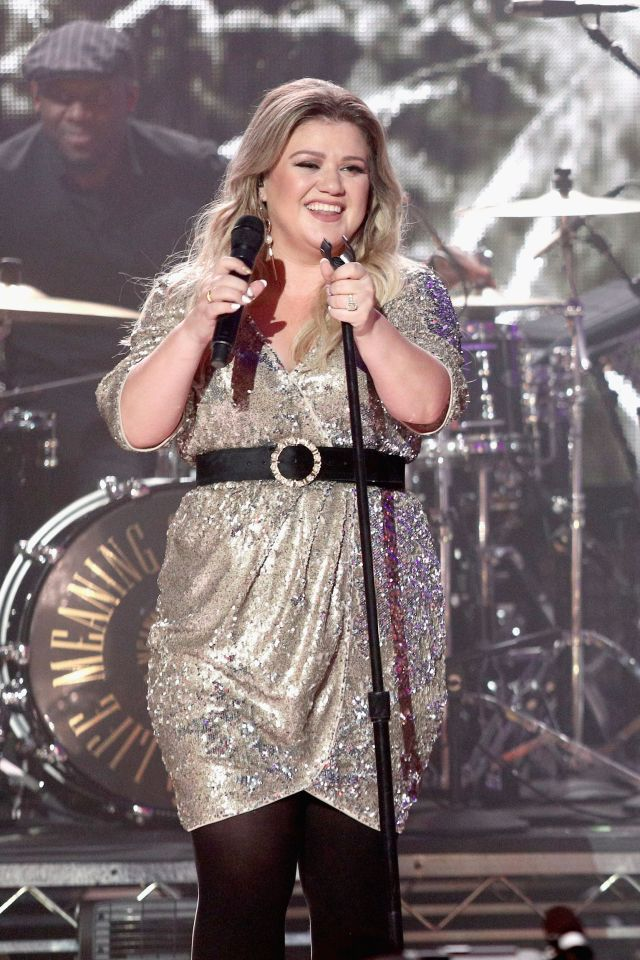 Kelly Clarkson very sexy