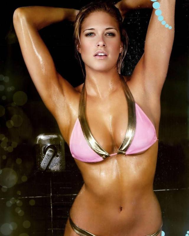 Kelly Kelly hot busty pictures (2)