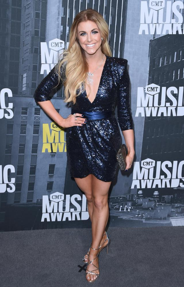 Lindsay Ell sexy thighs