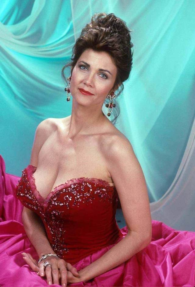 Lynda Carter hot busty pic