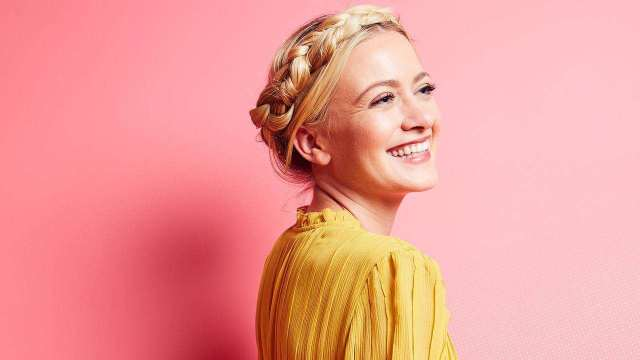 Meredith Hagner hot pictures (2)