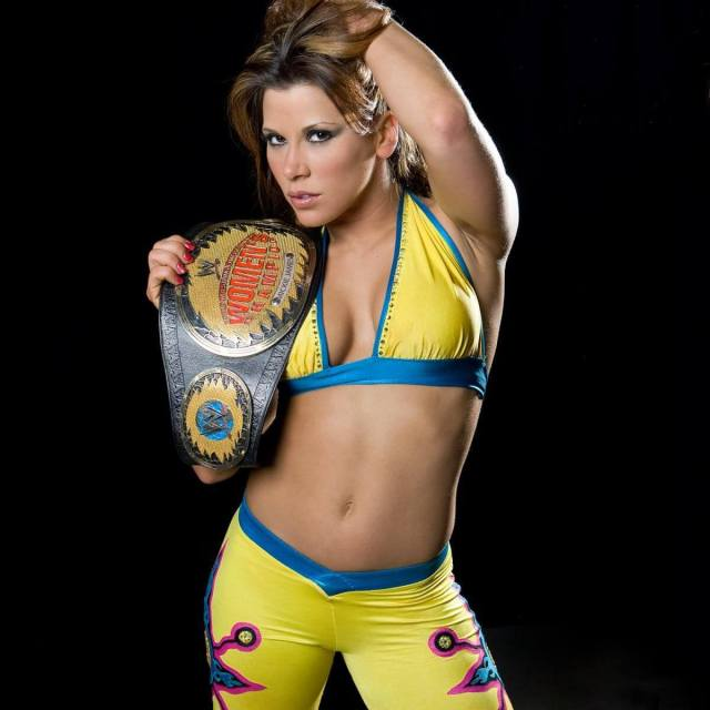 Mickie James hot busty pictures