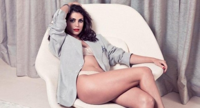 Morena Baccarin very hot thighs