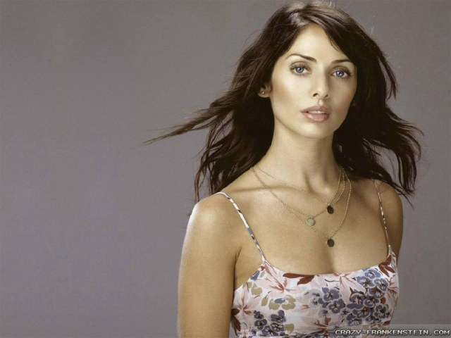 Natalie Imbruglia sexy clevage pic