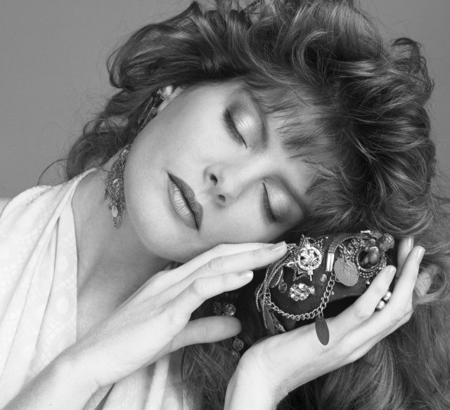 Rene Russo very sexy picture