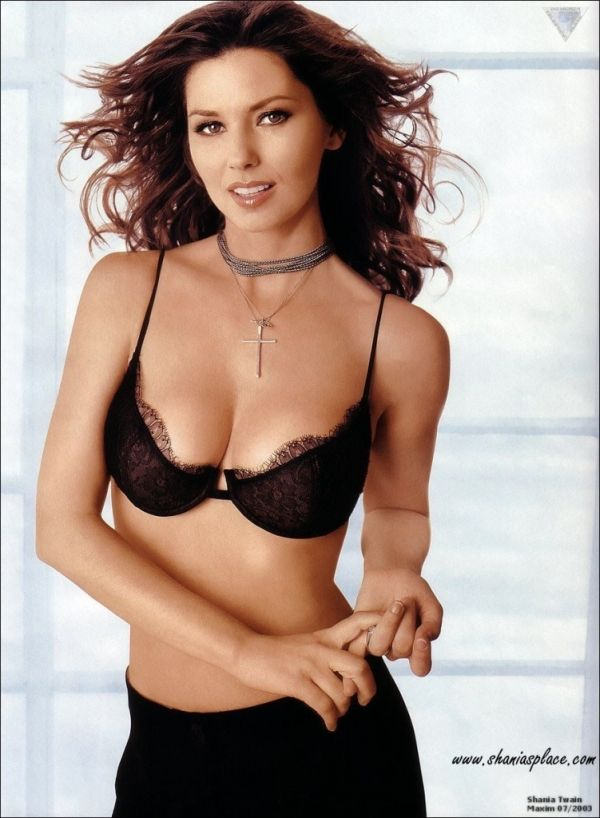 Shania Twain cleavages awesome (4)