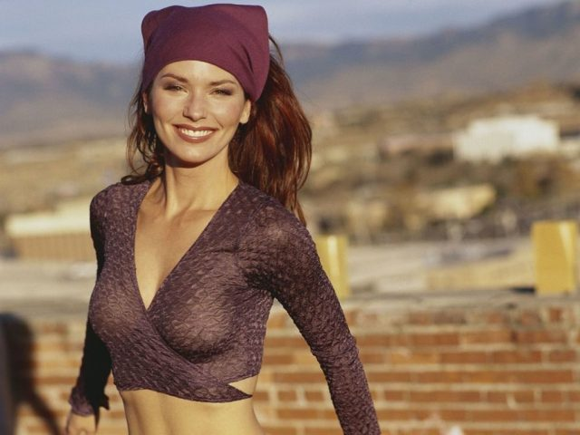 Shania Twain cleavages sexy pic