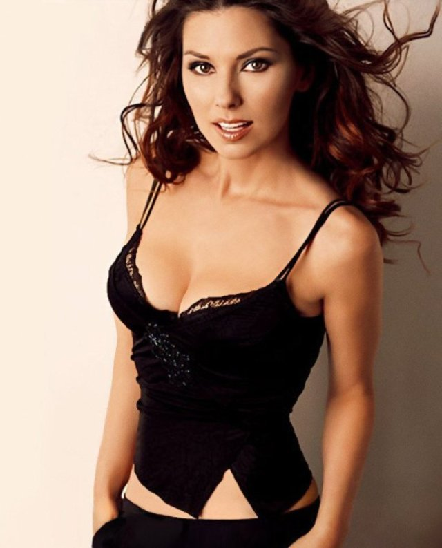 Shania Twain sexy cleavages