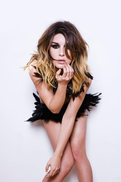 Shenae Grimes-Beech sexy pictures