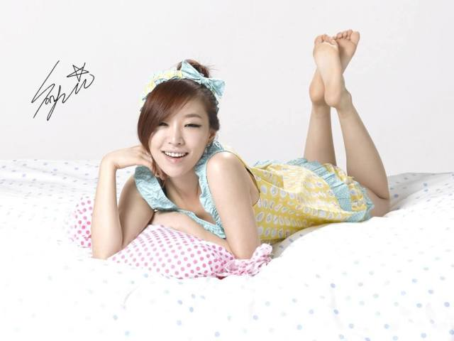 Son Ga-in sexy smile
