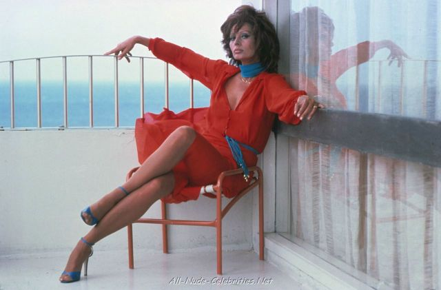 Sophia Loren Hot in red Dress
