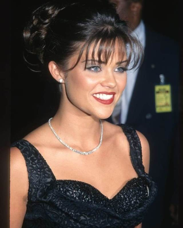 Susan Ward sexy cleavage pic