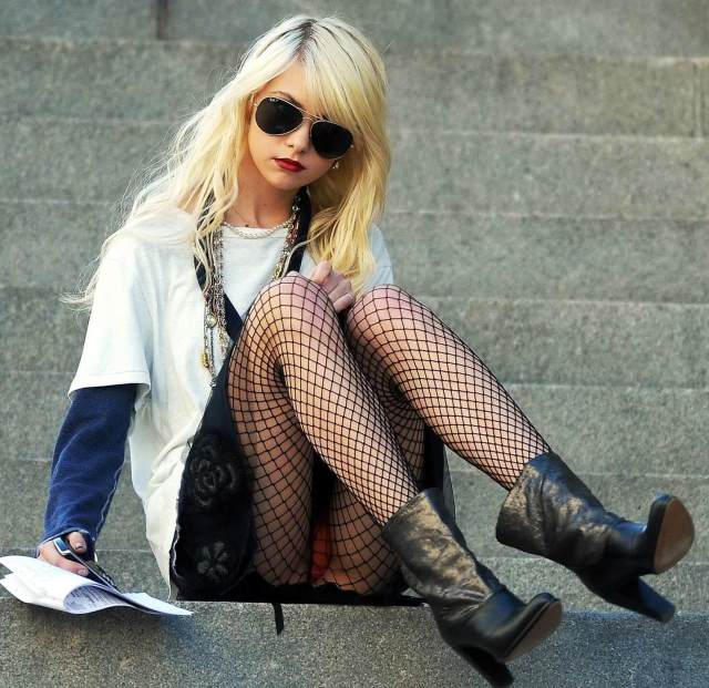 Taylor Momsen awesome pics (2)
