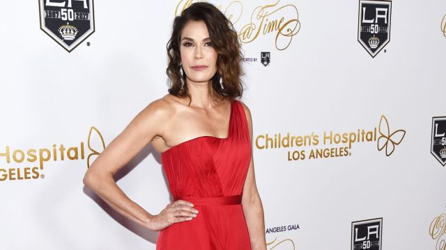 Teri Hatcher sexy cleavages pics