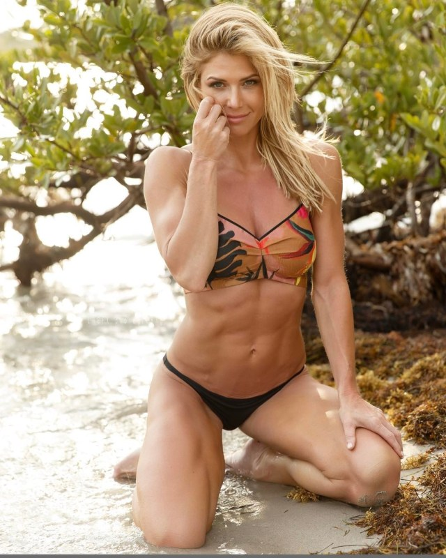 Torrie Wilson cleavages awesome (2)