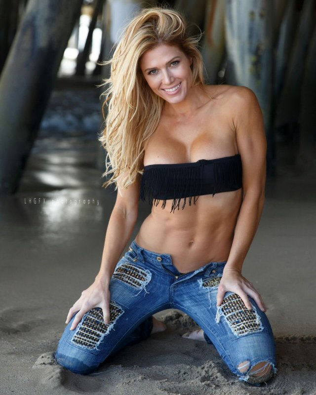 Torrie Wilson cleavages awesome